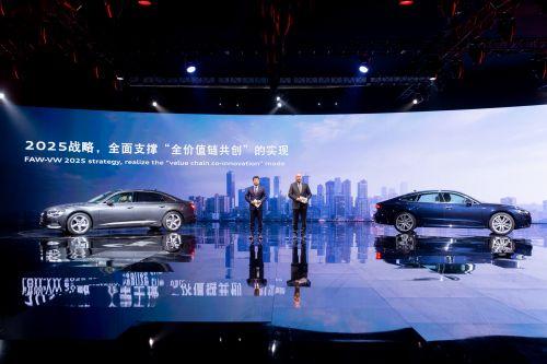 7.一汽-大众汽车有限公司董事总经理刘亦功、第一副总经理赛德利,共同介绍一汽-大众奥迪品牌未来发展规划